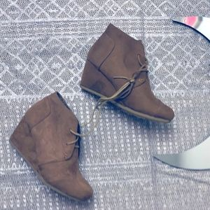 BROWN WEDGE LACE UP BOOTIES